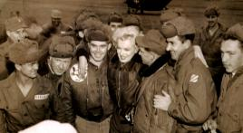 Vet snaps shot with Marilyn Monroe in Korea