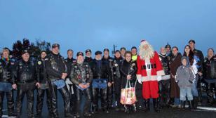 Santa saddles up his best team for the Community Christmas Tree-Lighting!