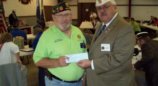 Post 284 donates to Bushnell flags