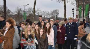 French students from Illinois participate in Arc de Triomphe ceremony
